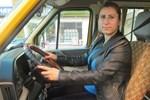 Kadın servis şoförü takdir topladı