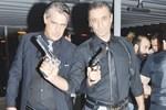 Film galasında silahlar çekildi!..