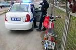 Polisten kaçarken otomobile çarptı!