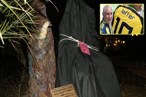 F.Bahçeli efsane futbolcunun heykeli mühürlendi!