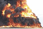 Petrol ihraç limanına sürat teknesinden roket!..