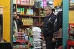 Dükkan sahibi soygunu kamera şakası sandı
