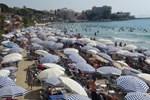 Tatilciler deniz kıyılarına koştu!...