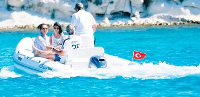 Ünlü oyuncunun denizden ödü kopuyor!..