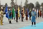 Eski Türk devleti askerleri Aliyev'i karşıladı