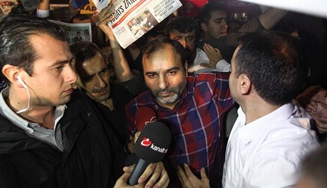 Bülent Keneş, gazete binasında gözaltına alındı