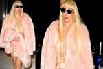 Lady Gaga'nın 'yolculuk' elbisesi!..