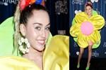 Miley Cyrus yine 'olabildiğince' acayip!