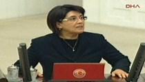 Yemin töreninde Leyla Zana krizi!