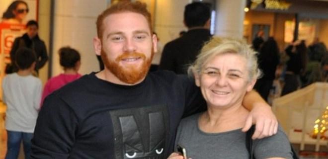 Furkan Kızılay annesiyle alışverişe çıktı