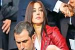 Monica Belluci PSG maçında nefes kesti!