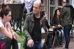 Oyuncuların Arnavutköy'de dost sohbeti