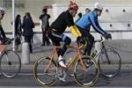 Bisikletli Kerry'nin bacağı kırıldı!