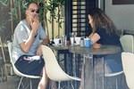 Mutlu çiftin kahvaltı keyfi