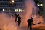 Yunanistan sokakları fena karıştı!...
