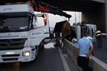 TEM'de kamyon devrildi!