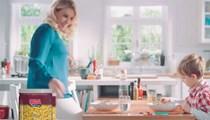 Esra Erol İdris Ali'yle reklamda oynadı