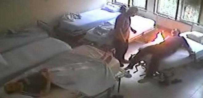 Psikiyatri servisindeki hasta yatağını böyle yaktı!