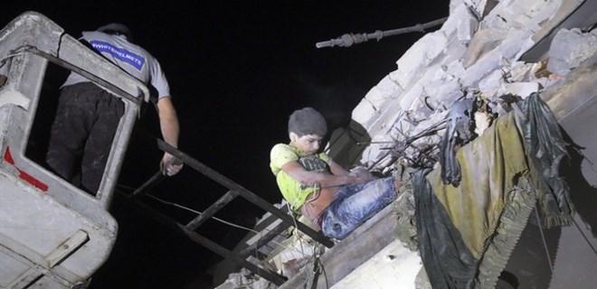 Halep'e hava saldırıları sürüyor!