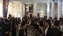 İzmir Atatürk Lisesi öğrencilerinden muhteşem dans