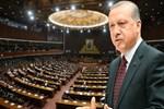 Erdoğan konuşurken dakikalarca masaya vurdular