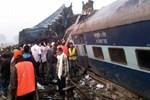 Hindistan'da kan donduran tren kazası!