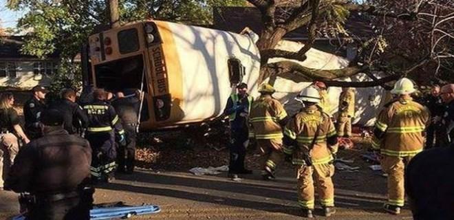 Okul otobüsü ağaca çarptı!