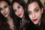Defne Samyeli'nden kızlarıyla selfie