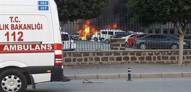 Adana Valiliği'ne bomba yüklü araçla saldırı!