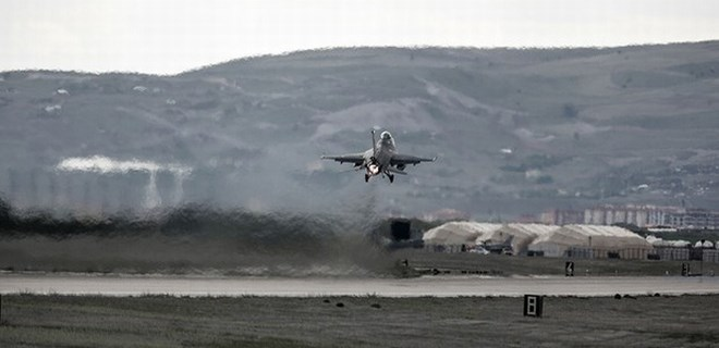 Türk F-16'ları El Bab'ta DEAŞ'ı vuruyor