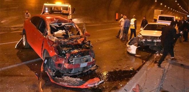 İzmir'de feci zincirleme trafik kazası!