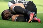 Yıldız futbolcunun ayağı kırıldı!