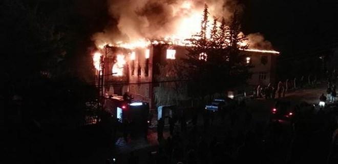 Adana'da öğrenci yurdundaki yangına yayın yasağı