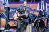 Kenan Doğulu, 1 Festival İzmir projesi kapsamında cazseverlere unutulmaz bir konser verdi.