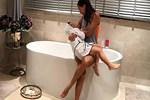 Ebru Şallı banyodan paylaştı