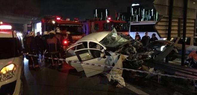 Atatürk Havalimanı yolunda feci kaza