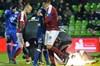 Fransa'da oynanan Metz – Lyon maçında kaleci Anthony Lopes'e atılan patlayıcı madde sonrası...