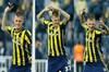 Fenerbahçe'de Feyenoord karşısında sarı kart gören Martin Skrtel cezalı duruma düştü.