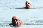 Marmaris'te güneşi gören denize girdi
