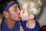 Mert Alaş ve Miley Cyrus dudak dudağa