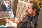 Edis İlhan bebeğiyle yakından ilgileniyor