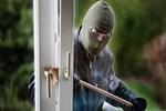 Hırsızlar ev sahibini kendi evine sokmadı!..