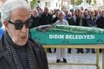 Edip Akbayram'ın annesi toprağa verildi