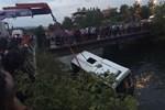 Öğrenci otobüsü sulama kanalına devrildi!