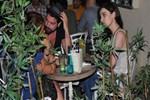 Rıza Esendemir Cihangir'de sevgilisiyle görüntülendi