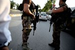 Polis darbeci 5 SAT komandosunu arıyor