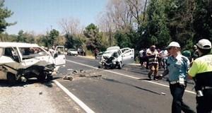Eriyen asfaltla gelen feci kaza!..