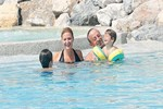 Ali Ağaoğlu'nun 'Küçük Ağalarla' havuz keyfi