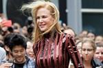 Nicole Kidman genç kızlara taş çıkartıyor!