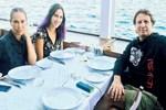 Zehra Çilingiroğlu anne ve babasıyla yemek yedi